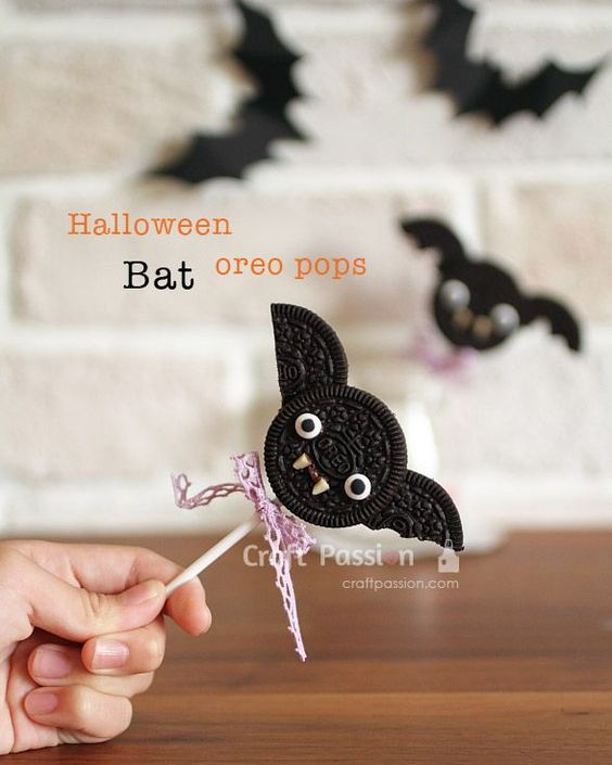 Halloween bat oreo pops how to cookies oreo and for Quick and easy halloween treats to make