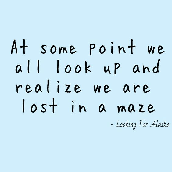 À un certain point, nous regardons tous en l'air et nous nous apperçevons que nous sommes perdu dans un labyrhinte