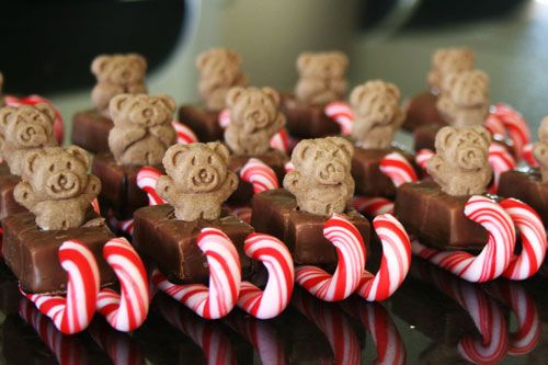 christmas party- such a cute idea for kids! Mini Milky Ways, mini Candy Canes, Tiny Teddies and a little bit of melted chocolate. Use the melted chocolate to glue the Candy Canes to the bottom of the Milky Ways, allow to set. Turn over and gently squish the tiny teddy in the top.: