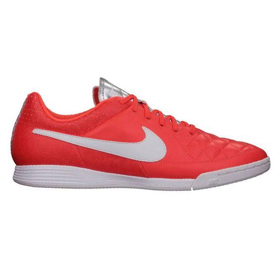 Sepatu Futsal Nike Tiempo Genio Leather IC 631283-810 dengan EVA Sockliner yang memberikan kenyamanan ketika berlari. Sepatu dengan diskon 25% dari harga Rp 799.000 menjadi Rp 599.000.