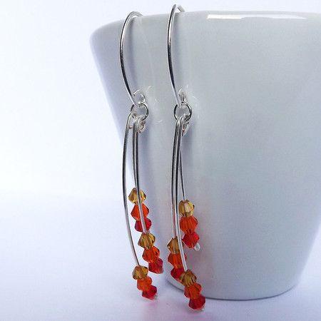 brincos em fio de prata com cristais degradê de vermelho