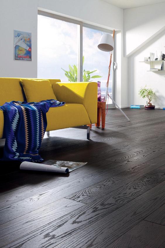 Die Landhausdiele Schwarz Eiche Von Haro Professional Wirkt Lebendig Und Warm Ist Stabil Und Bestandig Der Boden Ist Fussbodenheizu Haus Deko Parkett Fussboden