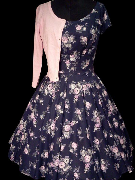 Kleider nach original 50er Jahre Schnitt von mir gefertigt