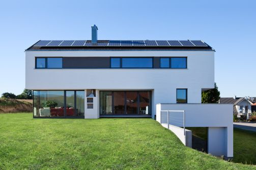 modernes einfamilienhaus kolorat haus fassade architektur haus fassade pinterest haus. Black Bedroom Furniture Sets. Home Design Ideas