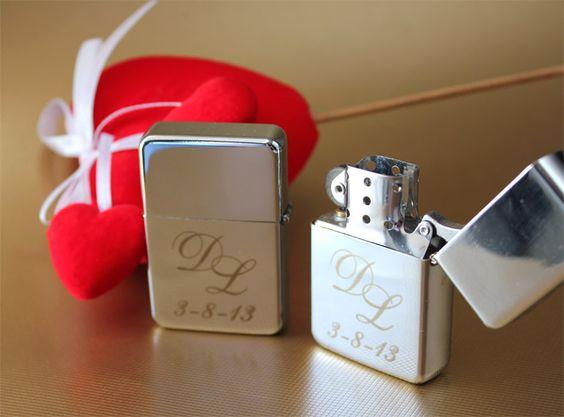 Mecheros de gasolina Tristar grabados con láser para boda