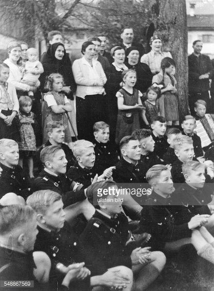 Germany Adolf Hitler School - pupils during communal evening with German remigrants Volhynia - - Photographer: Presse-Illustrationen Heinrich Hoffmann - Published by: 'Deutsche Allgemeine Zeitung' (DAZ) Vintage property of ullstein bild