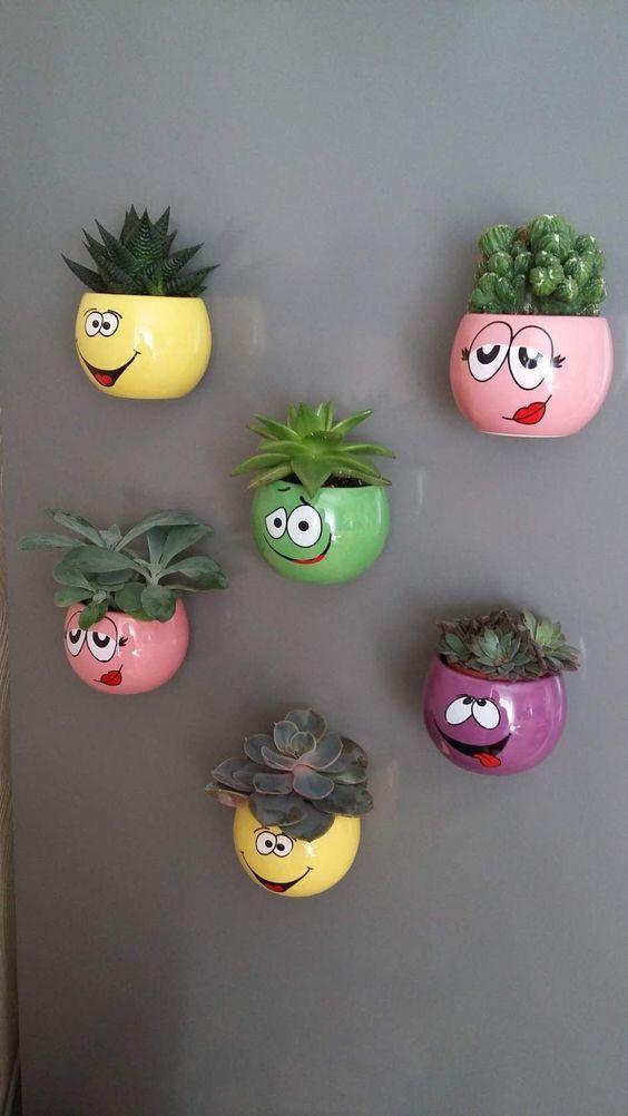 Different Types Of Ceramic Pots On Wall To Give Your Blank Wall Life Artesanato De Garrafa Jardim Diy Plantas Artificiais