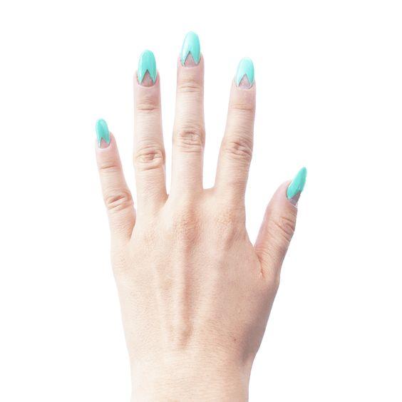 Diseño de Uñas Decoradas Color Menta con Cinta Adhesiva para Formar Triangulos! Proceso y Galería en ChibiChai.com