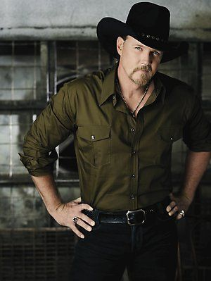 Trace Adkins:  Ladies love country boys!!