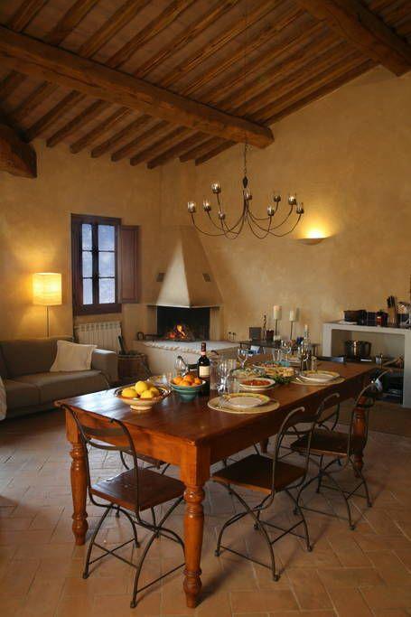 Kolla in det här härliga boendet på Airbnb: Farmhouse apartment with pool - Lägenheter att hyra i Siena: