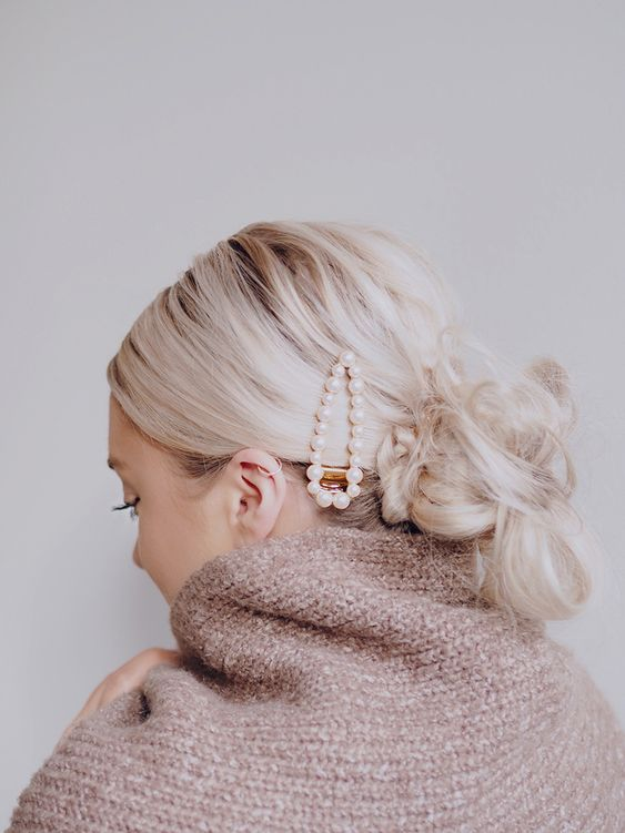 This new barrette can be added to any hairstyle to help keep you on trend. Whether you just want to your add to your style or use to create your style this Pearl barrette will help you achieve any stylish look. #hairclips #barrette #hairaccessories #holidayhair #inspo