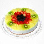 Torta de Frutas Diet feito com: Fina fatia de bolo branco sob levíssima mousse de leite condensado zero. Decorado com frutas da época.