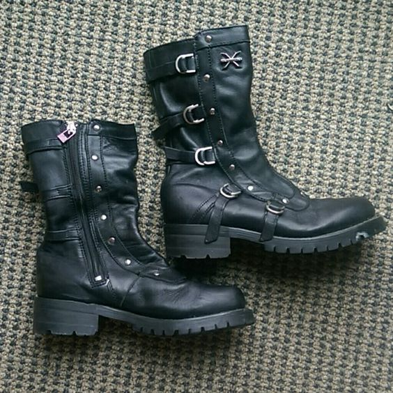 X Element boots Real leather, a little wear but a ton of life left! Tag says size 6.5 women's but definitely fitd more like a size 7. X Element Shoes Combat & Moto Boots