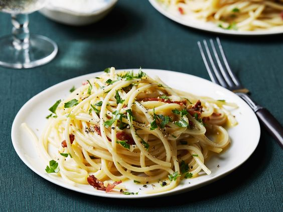 Get this all-star, easy-to-follow Spaghetti alla Carbonara recipe from Tyler Florence.: