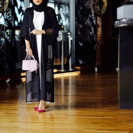 #Repost @flooosha with @instatoolsapp Black&pink @3thoob_abaya floooshaabayastyle . #subhanabayas #fashionblog #lifestyleblog #beautyblog #dubaiblogger #blogger #fashion #shoot #fashiondesigner #mydubai #dubaifashion #dubaidesigner #dresses #openabaya #uae #dubai #abudhabi #sharjah #ksa #kuwait #bahrain #oman #instafashion #dxb #abaya #abayas #abayablogger #абая