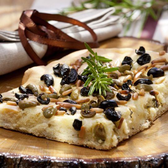 Pikanter Butterkuchen mit Oliven