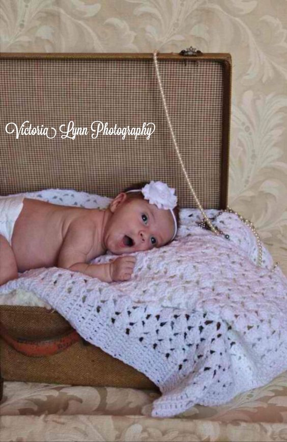 Newborn photo idea by Victoria Lynn Photography, western NC - viclynnphotography .webs.com