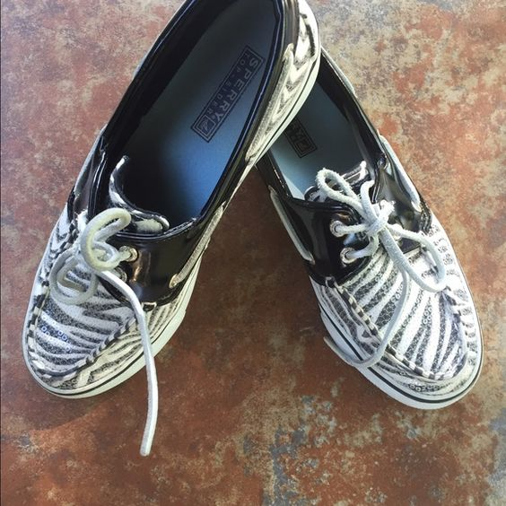 Sperry Bahama Zebra Sequin Shoes Black & White Zebra Sequin Bahama Shies. They are in Very good condition. There is lifting on the back heal but not split through the logo. Sperry Top-Sider Shoes Flats & Loafers