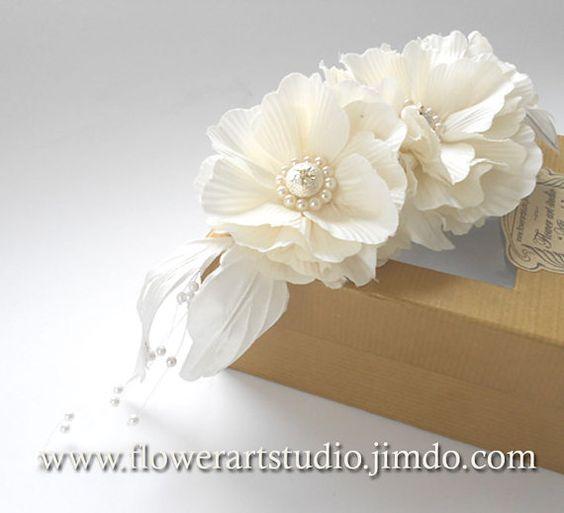 Casque nuptiale féminine cheveux Bridal fleur par Flowerartstudio