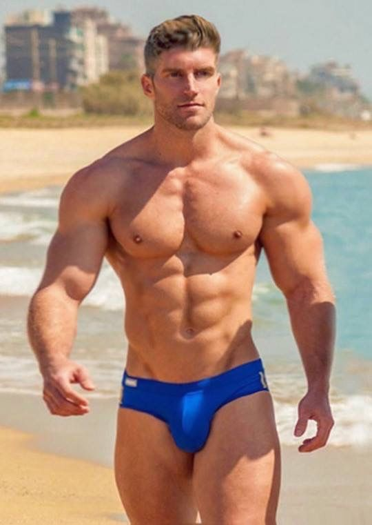 MUSCLE MAN AT THE BEACH | Hot dudes | Pinterest