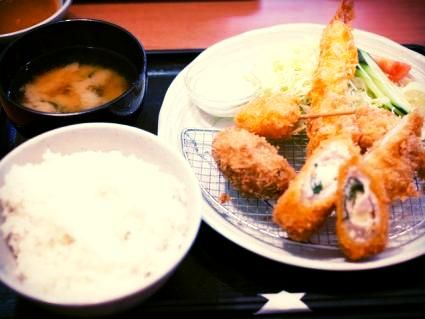 Prix fixe #lunch in Ginza: miso soup, pork cutlet with curry sauce #Japan