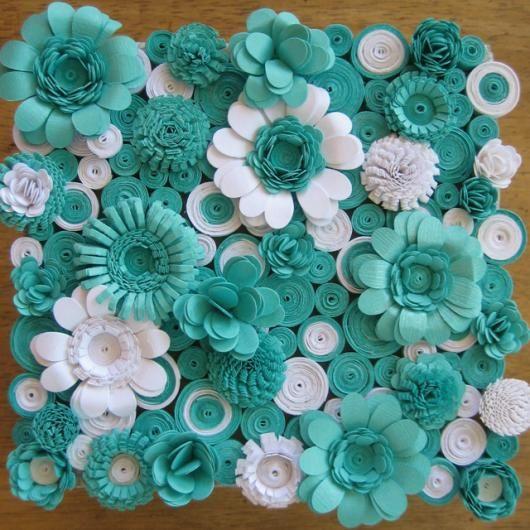 Painel De Flores De Papel Crepom Com Flores Azuis E Brancas