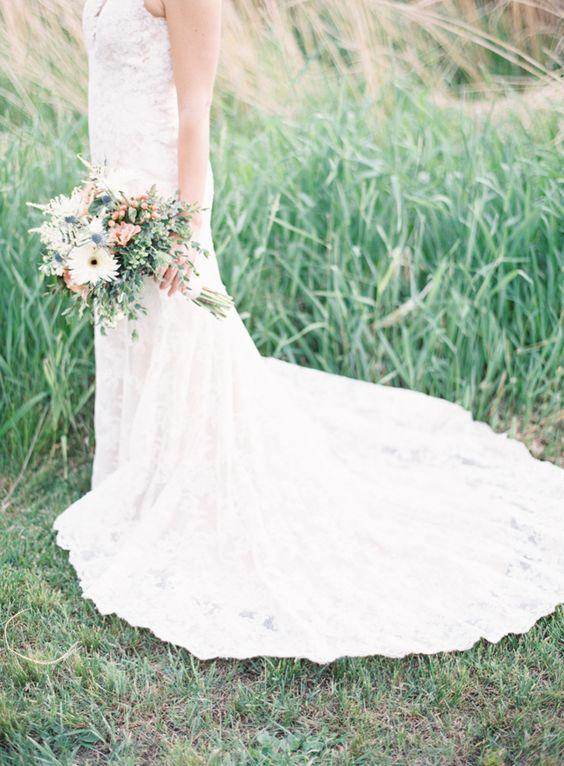 Photography: Natashia Nicole Photography - natashianicolephotography.com   Read More on SMP: http://www.stylemepretty.com/2016/08/24/rustic-northwoods-wedding/
