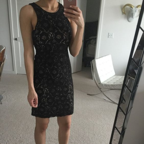 Flirty, date night dress! A lacy dress that can go from day to night! H&M Dresses Mini
