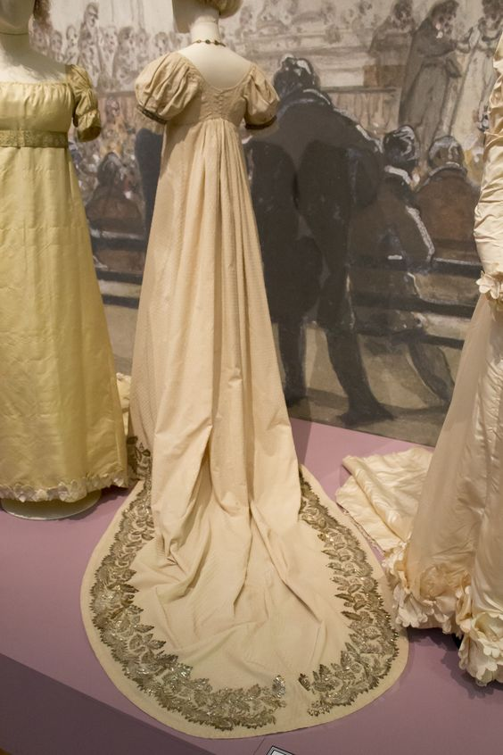 Gemeentemuseum the Hague exhibition on 19th century fashion. Gala dress ca. 1810, silk & gilded silver applique