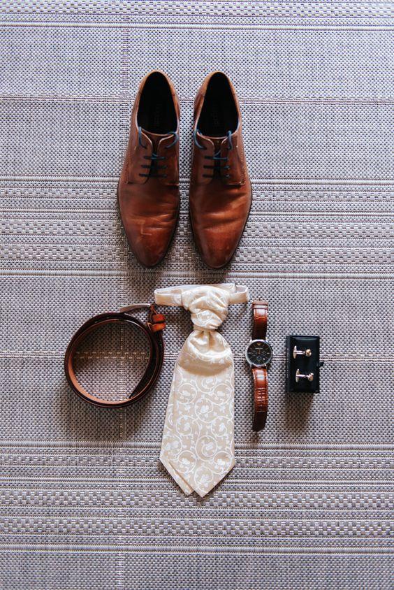 groom wedding accesories