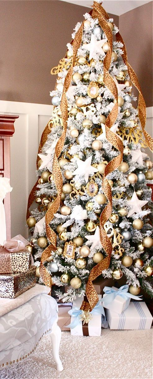 Christmas Tree In Gold And White!!! Be be'!!! Love this Wintery Holiday Tree!!!