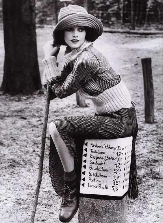 1920s - my favorite fashion era. Chic, liberating, and an exciting time to be a Western woman.