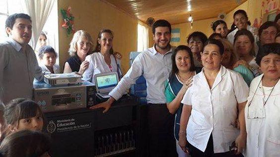 Marcos Cleri participó de la entrega de aulas digitales en Florencia, Las Toscas, Villa Ana y Villa Ocampo