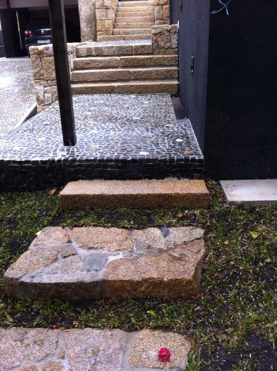 Entrada para pedestres, granito e pedra portuguesa!