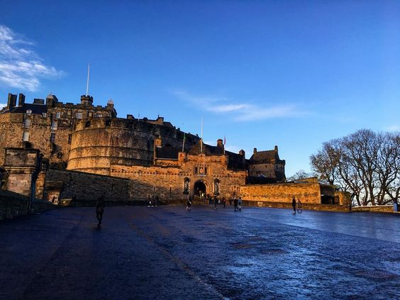 Edinburg Castle  #edinburgh #edinburghcastle #uk #Scotland by natypozov