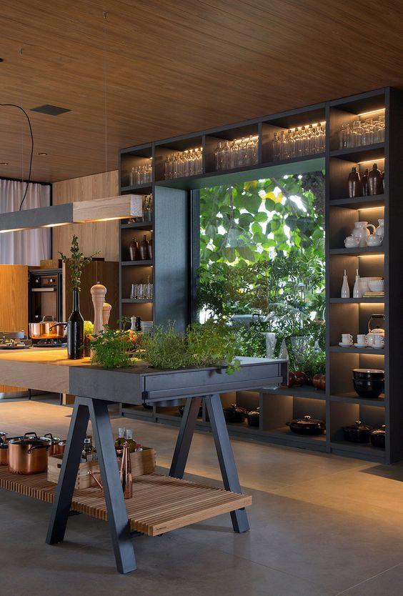 Casa Terra – CASACOR 2018 | Casa de Valentina - detalhes de uma cozinha arborizada