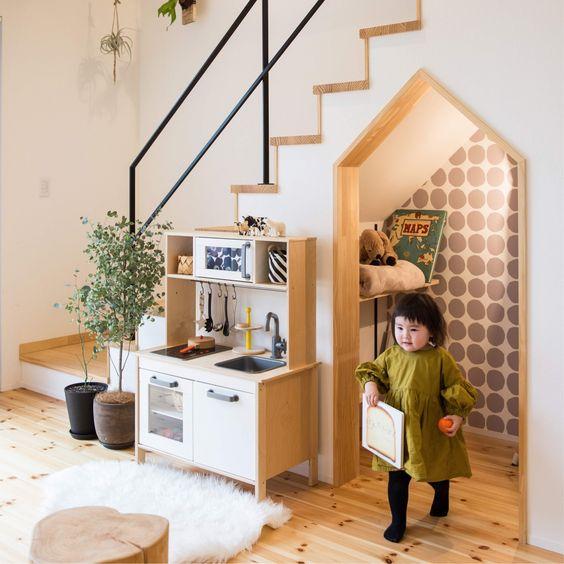 ヌック 階段 下 おしゃれ おもちゃ キッズ スペース 三角屋根