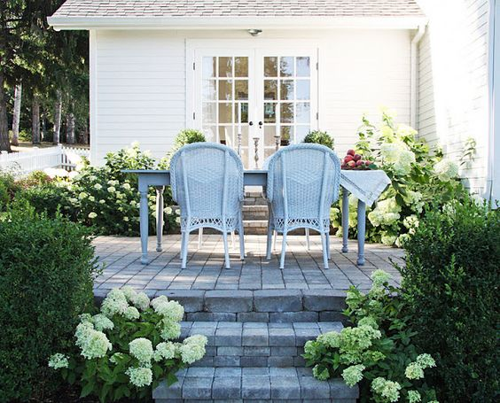 wicker chairs + limelight hydrangeas = perfection