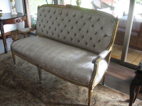 re tapizada sofá clásico capitoneado con laminilla de oro