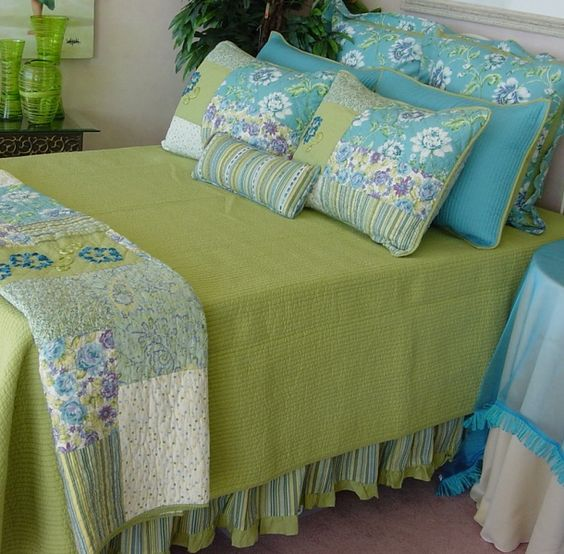 I'm thinking aqua and lime for a guest bedroom!