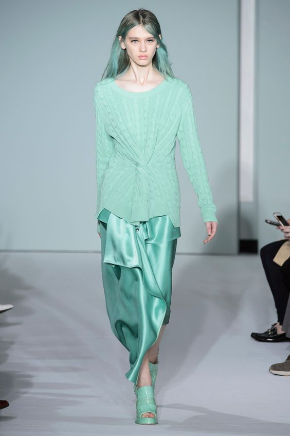 Sies Marjan: inverno de assimetrias e amarrações - Vogue | Desfiles