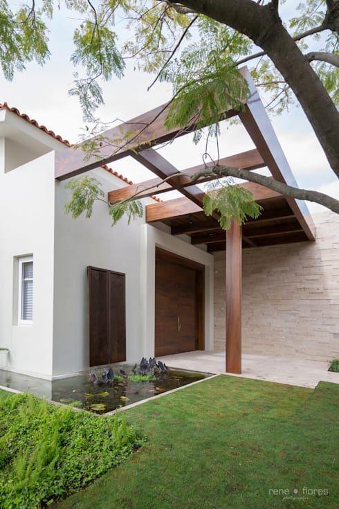 Mexicana Y Contemporanea Esta Casa Te Va A Inspirar Al Maximo Homify Homify Fachada De Casas Mexicanas Casa Estilo Mexicano Patio Y Jardin