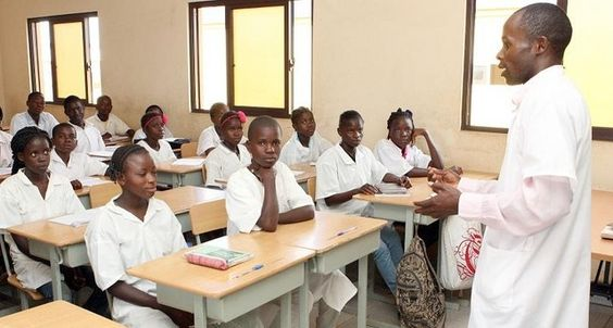 Disponíveis 300 vagas para novos professores no Luau http://angorussia.com/?p=19267