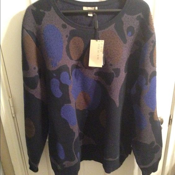 Burberry sweater Burberry sweater brand-new never worn 100% wool can also fit an XL that's what size I am Excepting offers  I also except ️️ Burberry Sweaters