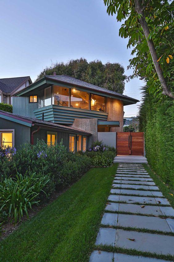 Inside Leonardo DiCaprio's $17.35 million Malibu Beach House  #LeonardoDiCaprio #design #home