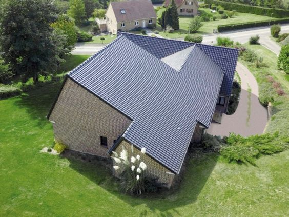 La physionomie des toitures de nos maisons évolue grâce notamment aux tuiles qui adoptent de nouvelles esthétiques. On voit également apparaître de nouvelles fonctionnalités mais aussi de ... #maisonAPart