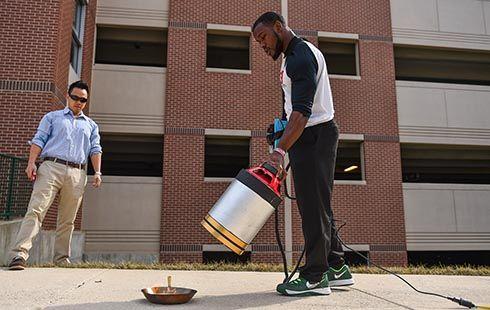 Feuerlöscher mit Schallwellen: US Studenten entwickeln Konzept für einen nachhaltigen Feuerlöscher