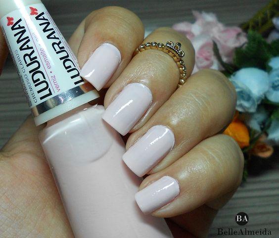 O esmalte dessa semana tá muito delicadinho, bem fofo mesmo! Optei por uma corzinha bem feminina para deixar a mão bem linda ^^    #blogbellealmeida #softpink #nails #rosenails #unhas #rosa #pinknails #esmaltes