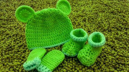 Conjunto de gorro zapaticos y manoplas a crochet T-3 a 6m ❤
