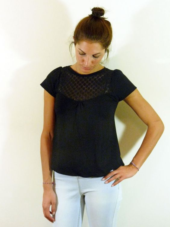 Black T shirt with lace panels// Black lace// S M par chrystalshop